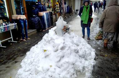 С киевских дорог вывезли 1700 тонн снега