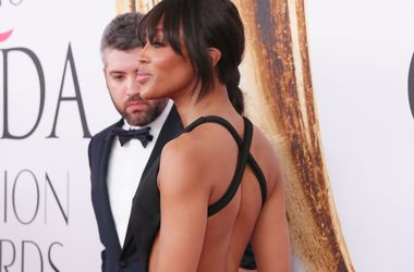 Кристина Орбакайте в платье с прозрачным декольте повторила образ Наоми Кэмпбелл (фото)