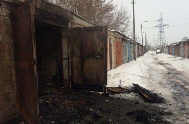 В Киеве сгорел гараж, в котором жили люди