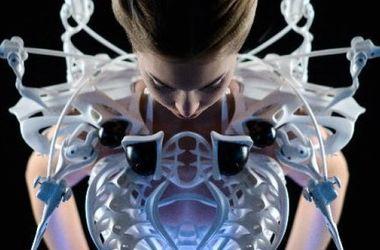 Дизайнер создала платье для защиты личного пространства