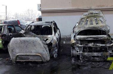 Ночью в Одессе сгорели сразу три авто