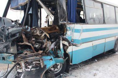 Страшное ДТП под Житомиром: снег в крови и обломках авто