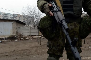 Под Мариуполем военные попали под огонь артиллерии и танков боевиков