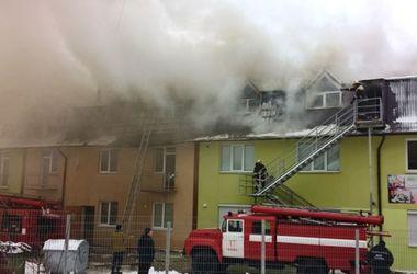 В Киевской области произошел пожар в жилом трехэтажном доме