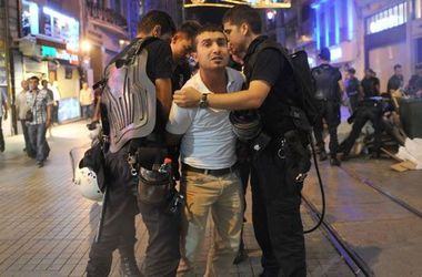 В Турции снова проходят массовые аресты в связи с июльским переворотом
