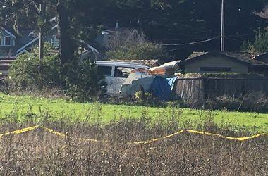 В Калифорнии самолет рухнул на жилой дом