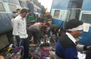Жуткая трагедия в Индии: пассажирский поезд слетел с рельсов