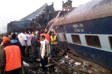 Чудовищная авария скоростного поезда в Индии: 60 человек погибли