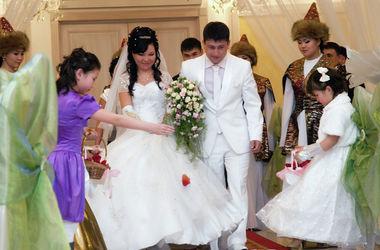 В Киргизии решили наказывать родителей за брак несовершеннолетних детей