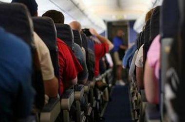 В Брюсселе с рейса сняли почти полсотни пьяных туристов