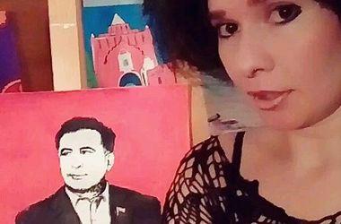 Россиянка нарисовала грудью портрет Саакашвили