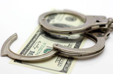Одесского таможенника задержали на взятке