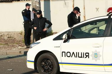 В Киеве на Троещине неизвестные расстреляли окна жилого дома