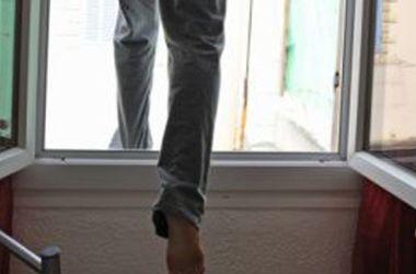 В Харькове девушка выпала из окна 5-го этажа