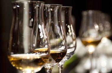 В Украине резко выросли минимальные цены на водку, коньяк и вино