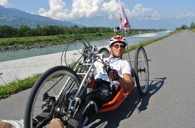 Такой вид  велосипеда  выбрали, чтобы  Иван управлял  им руками