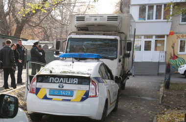 В Киеве неизвестные подожгли здание телеканала