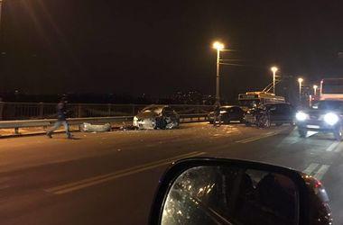 В Киеве на мосту Патона произошло лобовое столкновение с пострадавшими