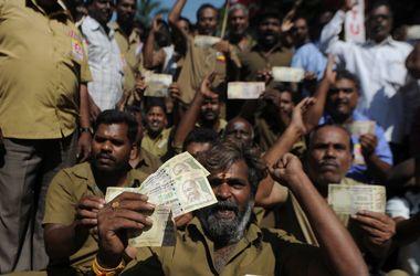 Экономика Индии оказалась на грани краха - Bloomberg