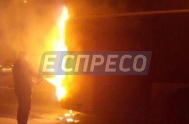 В Киеве внезапно загорелся троллейбус