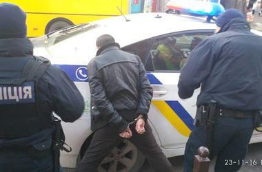 В центре Днепра переселенец изнасиловал девушку, угрожая ей вилкой