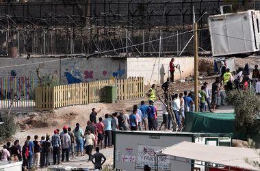 В лагере мигрантов на греческом Лесбос в результате пожара погибли женщина и ребенок