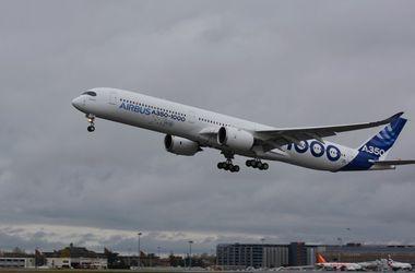 Самый большой пассажирский самолет Airbus A350 впервые поднялся в небо