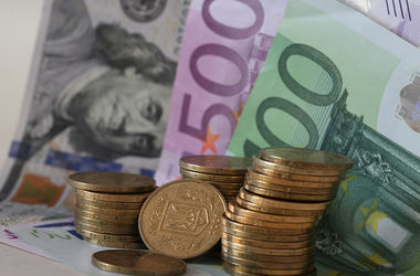 Доллар замер в курсах от НБУ, а евро рекордно упал