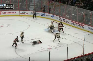 Хоккеисту НХЛ разорвало ухо после попадания в голову шайбой