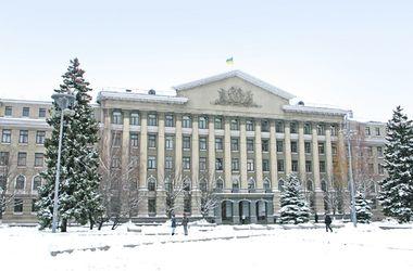 Прогулка по Воздухофлотскому проспекту в Киеве: бассейн с колоннами, каменная женщина и полицейская академия