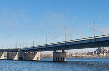 В Днепр с Южного моста прыгнул мужчина