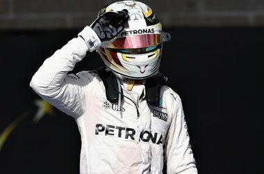 Льюис Хэмилтон выиграл квалификацию Гран-при Абу-Даби