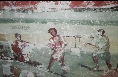 Ученые нашли древнюю гробницу с нетронутыми фресками
