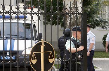 Возле Ростовского суда, где ждут Януковича, усилены меры безопасности