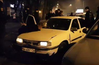 Масштабное задержание в Запорожье: банду грабителей остановили 11 экипажей полиции