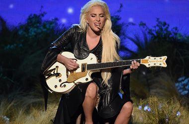 Леди Гага призналась, что ей было сложно пережить расставание с Тейлором Кинни