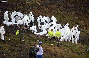 На месте крушения самолета в Колумбии найдены тела 66 погибших
