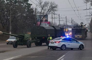 Появились новые фото колонны военной техники РФ в Крыму