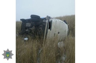 На трассе возле Ровно иномарка влетела в отбойник: водитель погиб