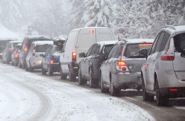 В Украине введено ограничение движения грузовиков из-за резкого ухудшения погоды