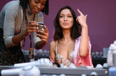 20-летняя модель Белла Хадид в прозрачном платье решила затмить сестру Джиджи