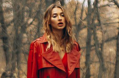 В прозрачной блузке в лесу: Татьяна Решетняк снялась в чувственной фотосессии (фото)