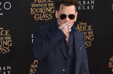 Джонни Депп не верит, что Эмбер Херд отдаст миллионы на благотворительность - Звездные новости - Актер заплатит своей бывшей жене 6,8 миллионов долларов