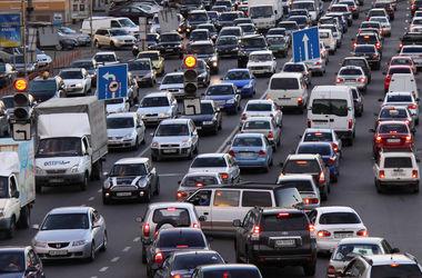 В Киев не пускают грузовики, а улицы стоят в пробках
