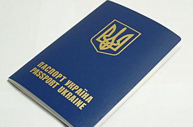 Украинские чиновники выдавали фальшивые загранпаспорта выходцам из Донбасса и россиянам