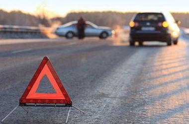 Иномарка насмерть сбила женщину в Винницкой области: водитель бросил авто и скрылся