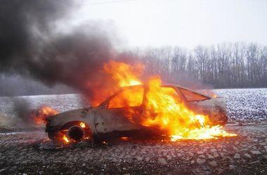 В Черкасской области авто вспыхнуло на ходу
