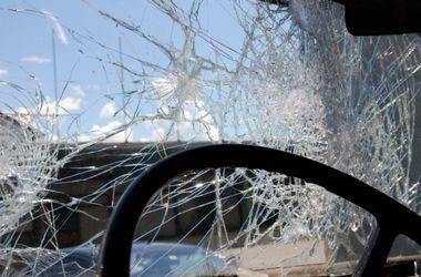 В Одессе женщину зажало в машине после столкновения с электроопорой