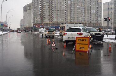 Пешеход, получивший тяжелые травмы в утреннем ДТП в Киеве, скончался