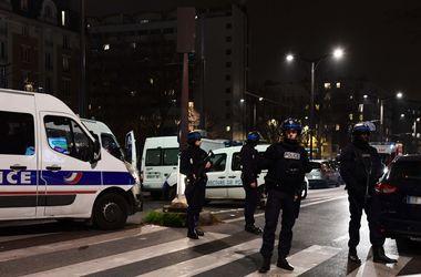 В Париже вооруженный грабитель взял в заложники семь человек